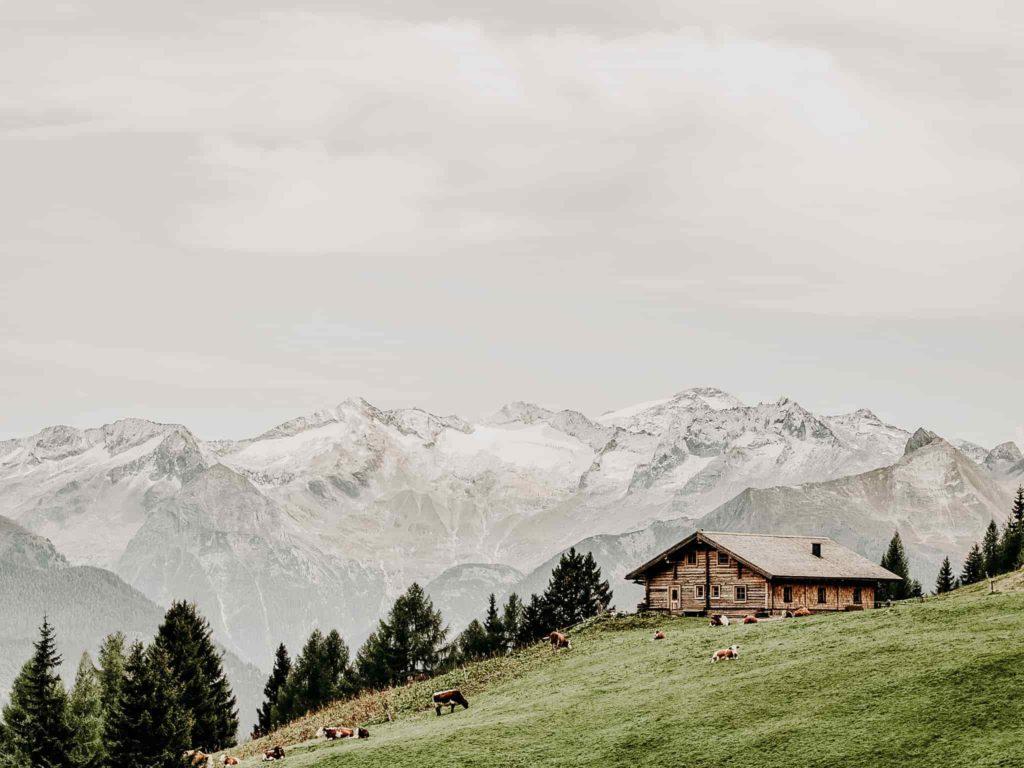Almhütte mit Bergpanorama im Gasteinertal