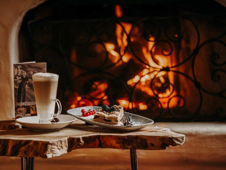 hotel-sendlhofers-bad-hofgastein-kaffe-kuchen_kamin