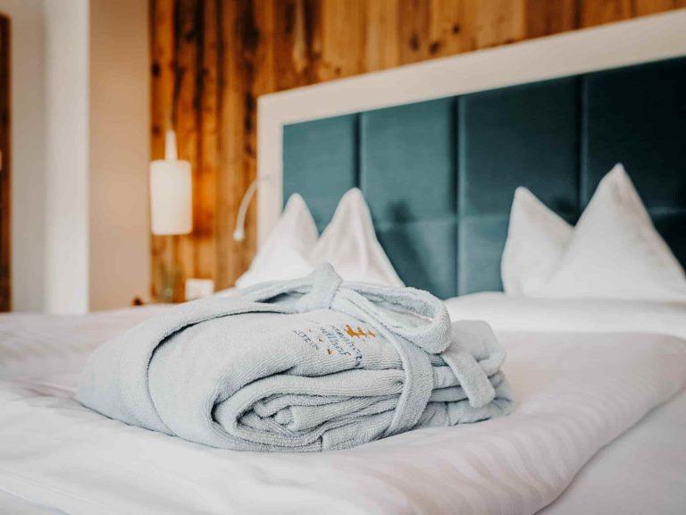 hotel-sendlhofers-bad-hofgastein-schlafzimmer_mini