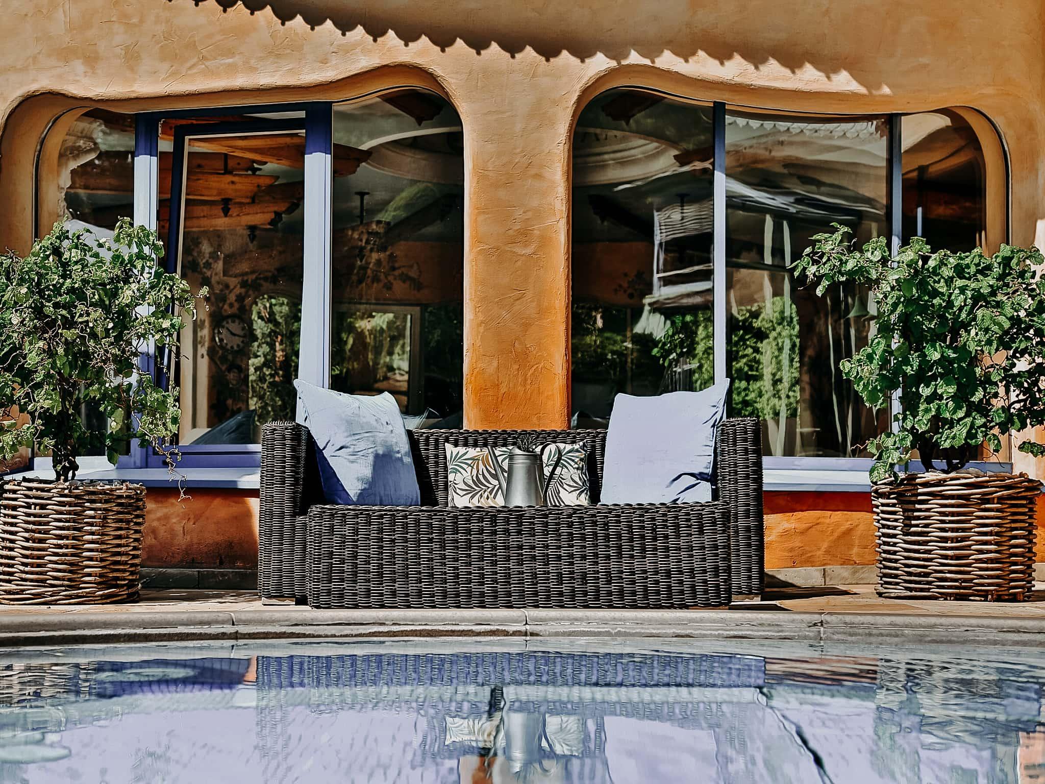 Sitzecke am Outdoor Pool Hotel Sendlhofer's Bad Hofgastein