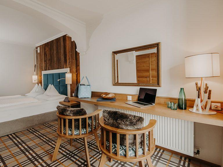 hotel-sendlhofers-bad-hofgastein-schlafzimmer_spacious