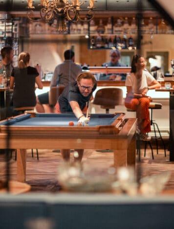 Sendlhofers Bad Hofgastein Billiard spielen