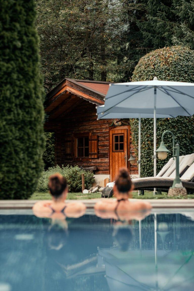 sendlhofers-bad-hofgastein-naturspa-outdoorpool_entspannung