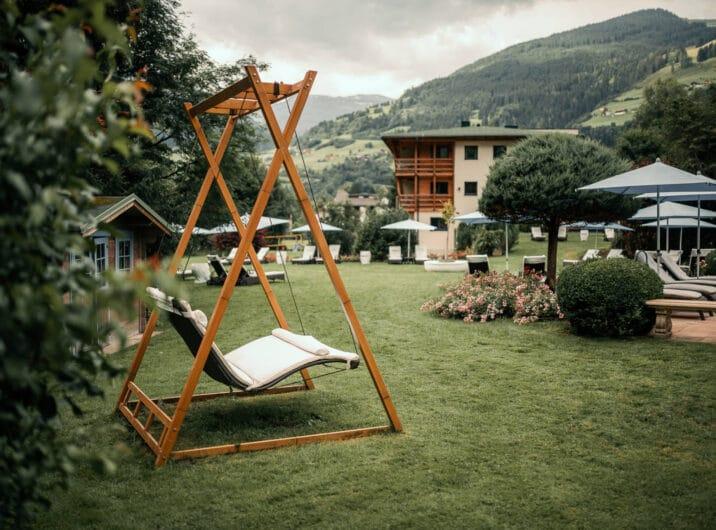 Sendlhofers Bad Hofgastein Relaxwiese mit Schaukel