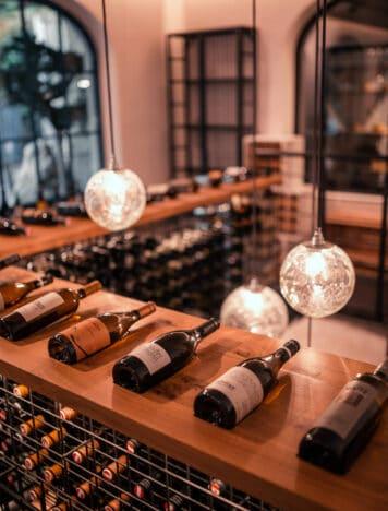 Sendlhofers Bad Hofgastein Weinflaschen im Saftladen